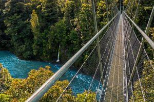 gray suspension bridge